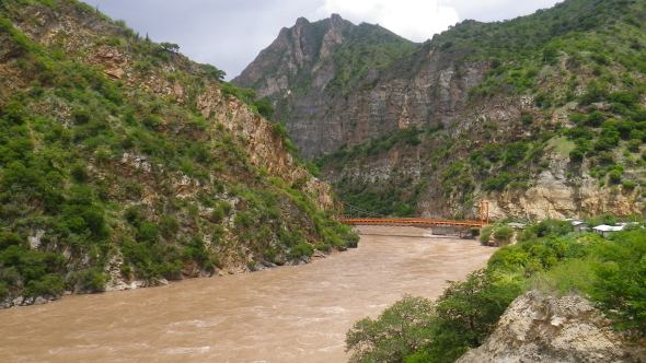 Chasing rivers en-route to Cusco