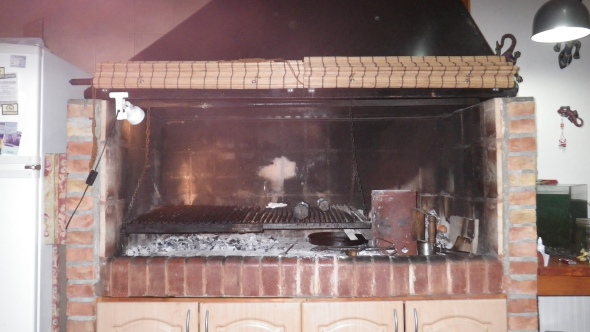 Most houses in Argentina have a grill like this in the kitchen. Awesome.
